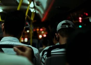 passageiros no ônibus