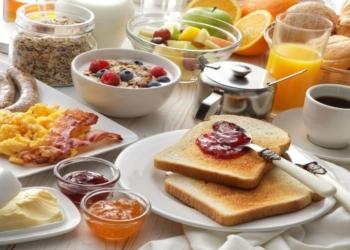 mesa com café da manhã