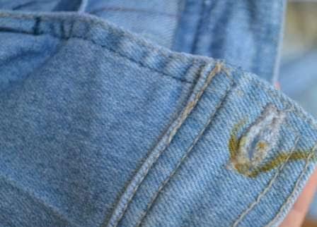 Tirar ferrugem de roupa jeans